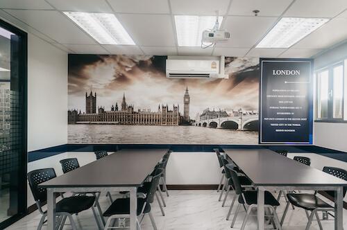 教室-London