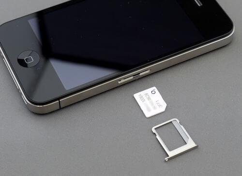 携帯電話とSIMカード
